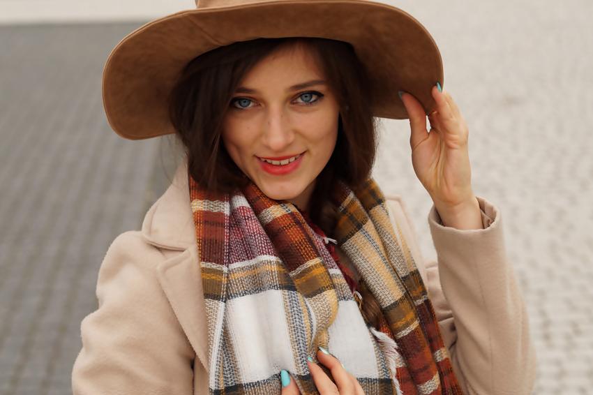 stylizacje kapelusz