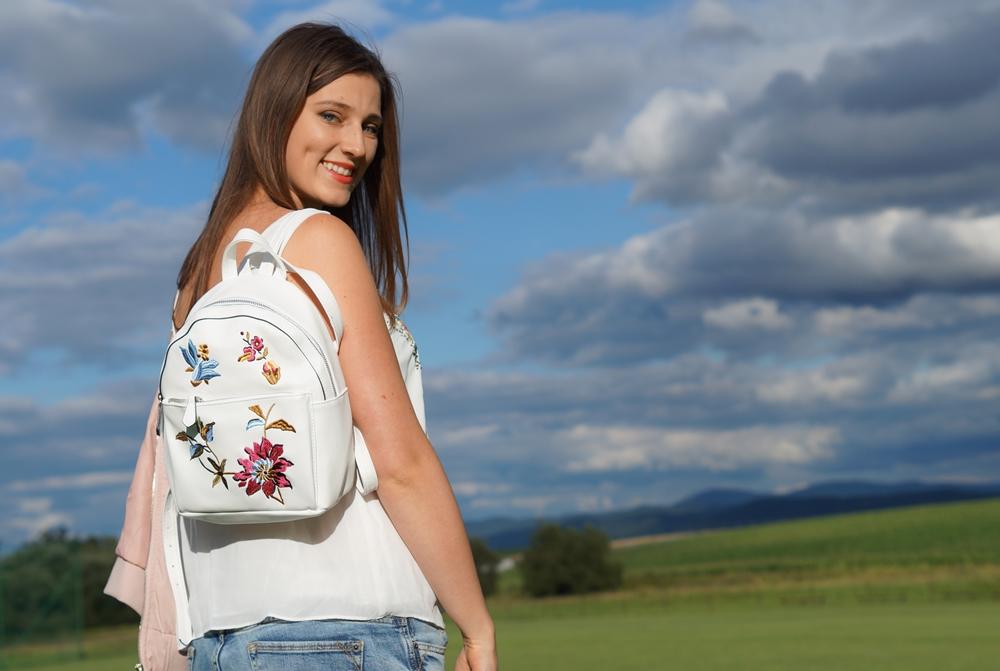 Plecak z kwiatami