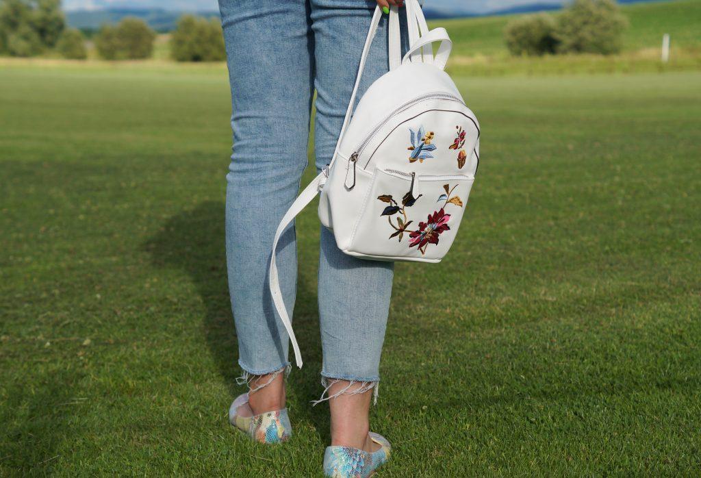 Plecak w kwiaty stradivarius