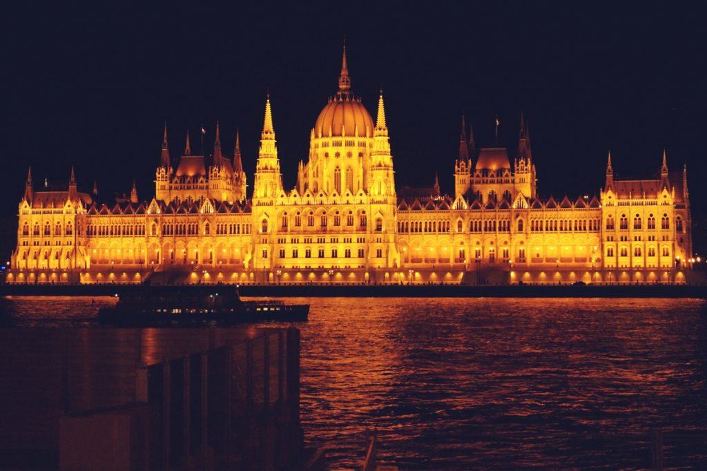 Parlament w Budapeszcie nocą