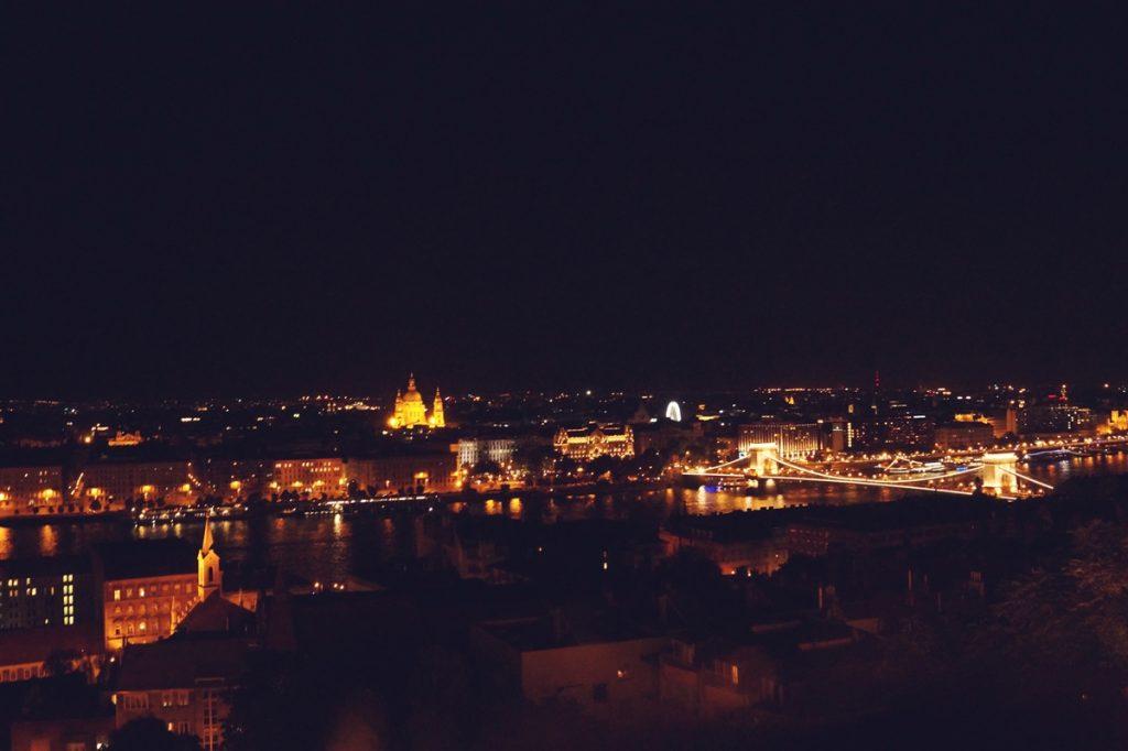 Nocny widok z Baszty Rybackiej